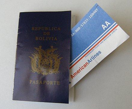 Pasaporte y boleto de avión