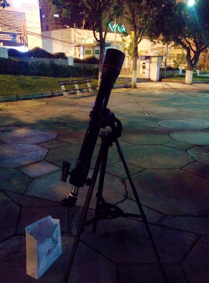 Telescopio en la Plaza Avaroa