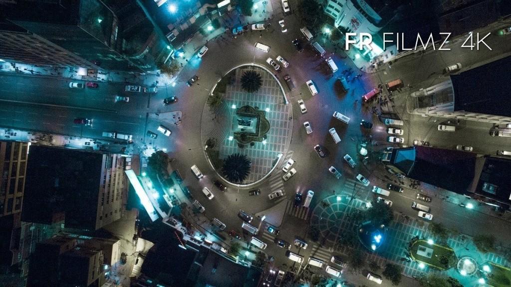 Vista nocturna de la Plaza del Estudiante