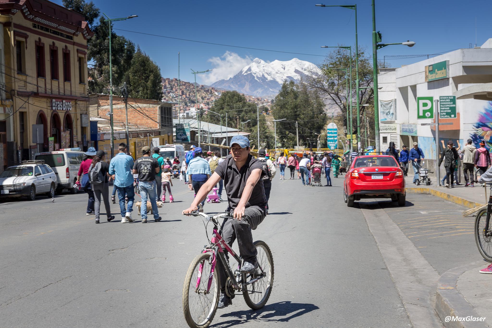 Día del Peatón - Bicicleta en la Avenida Camacho