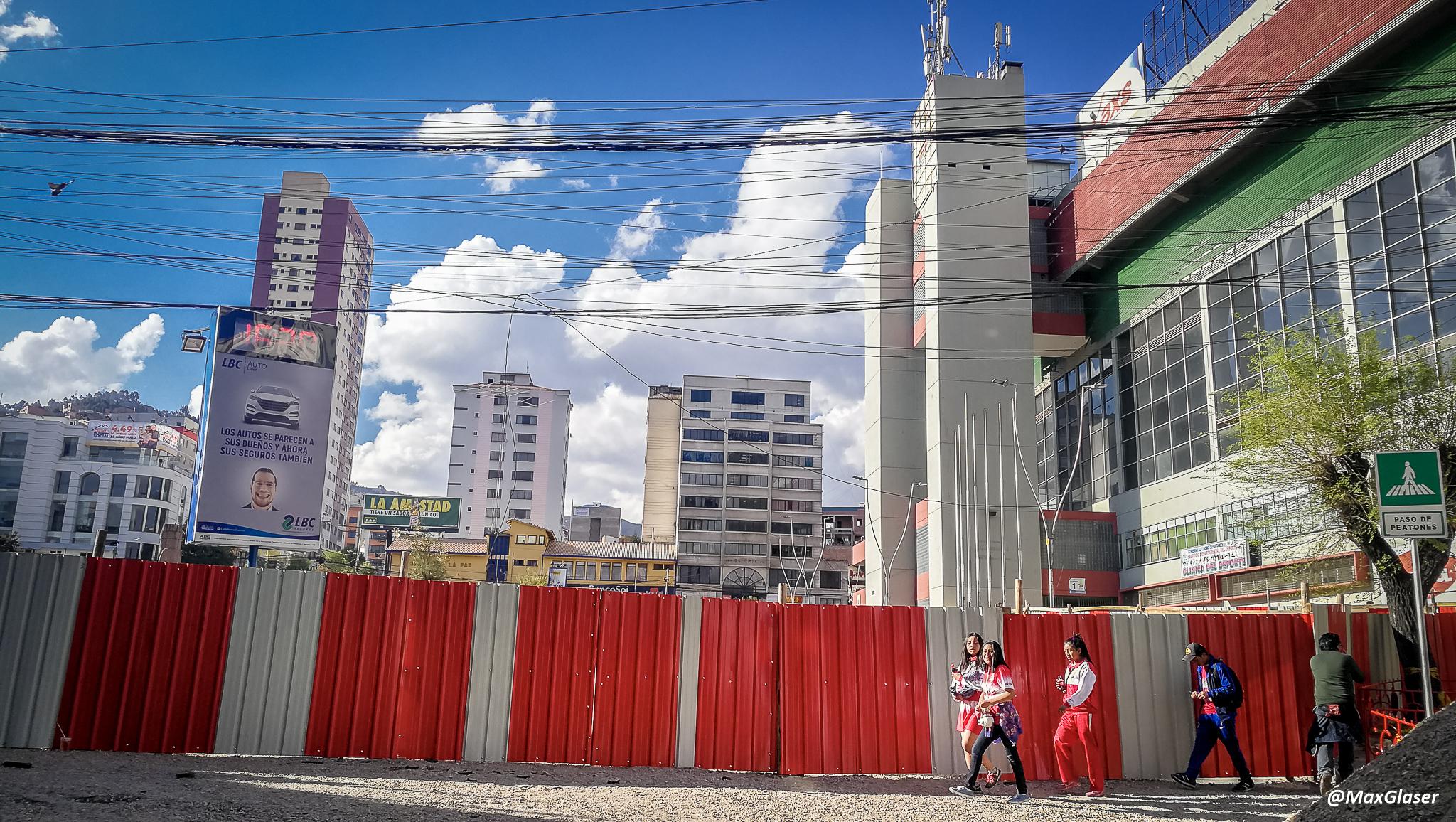 Obras en la Plaza del Estadio - Cerca en la Avenida Saavedra