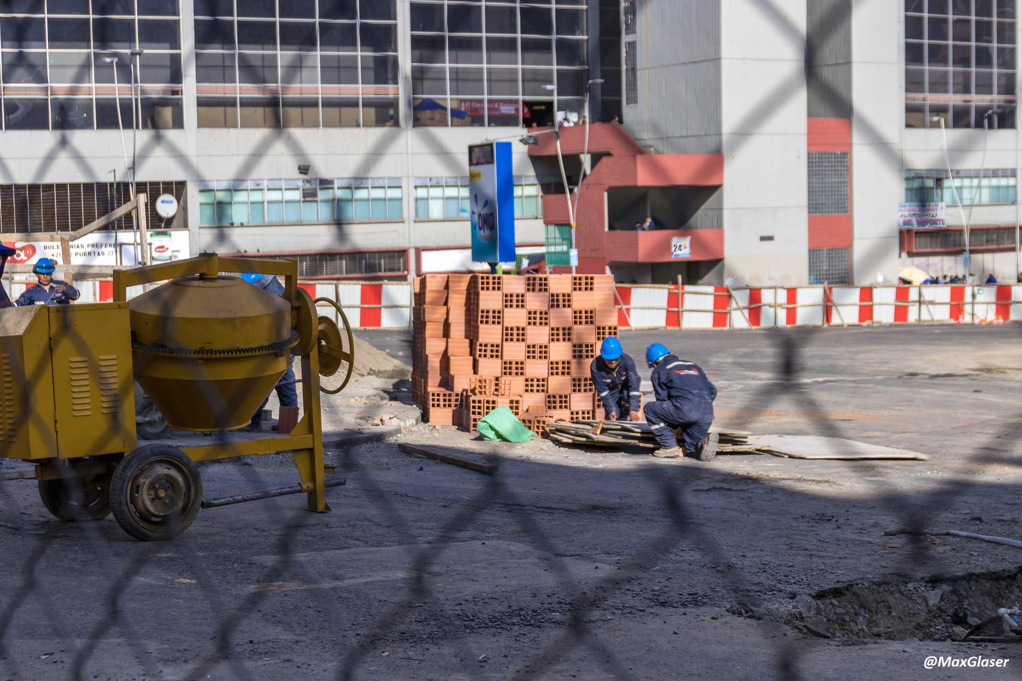 Obras en la Plaza del Estadio para Viaducto Tejada Sorzano