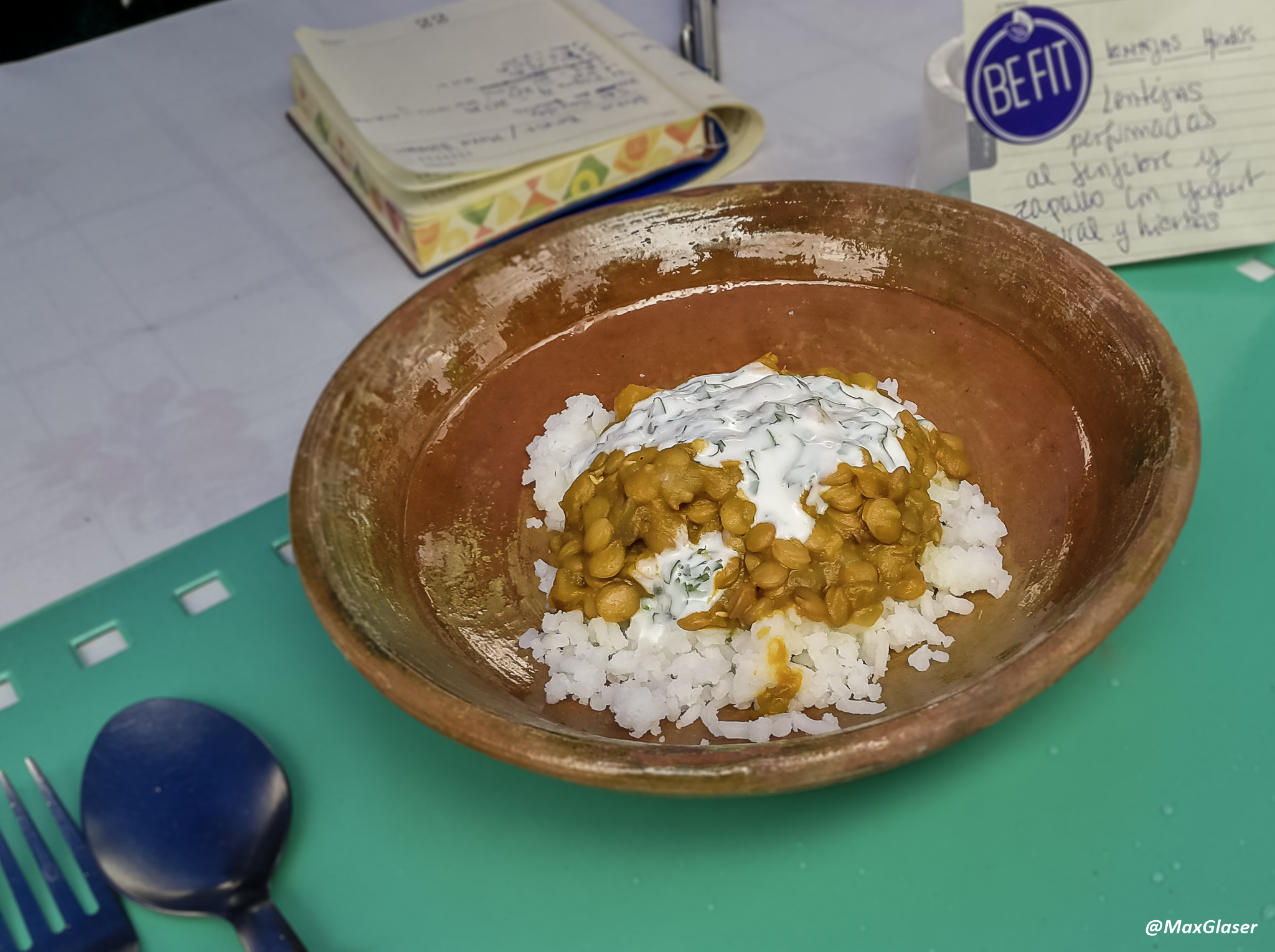 Lentejas perfumadas al jengibre y zapallo con yogurt y hierbas