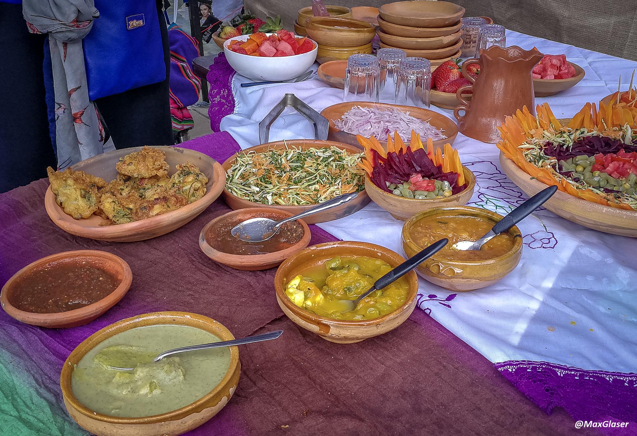 Tortillas de brócoli con diversas salsas
