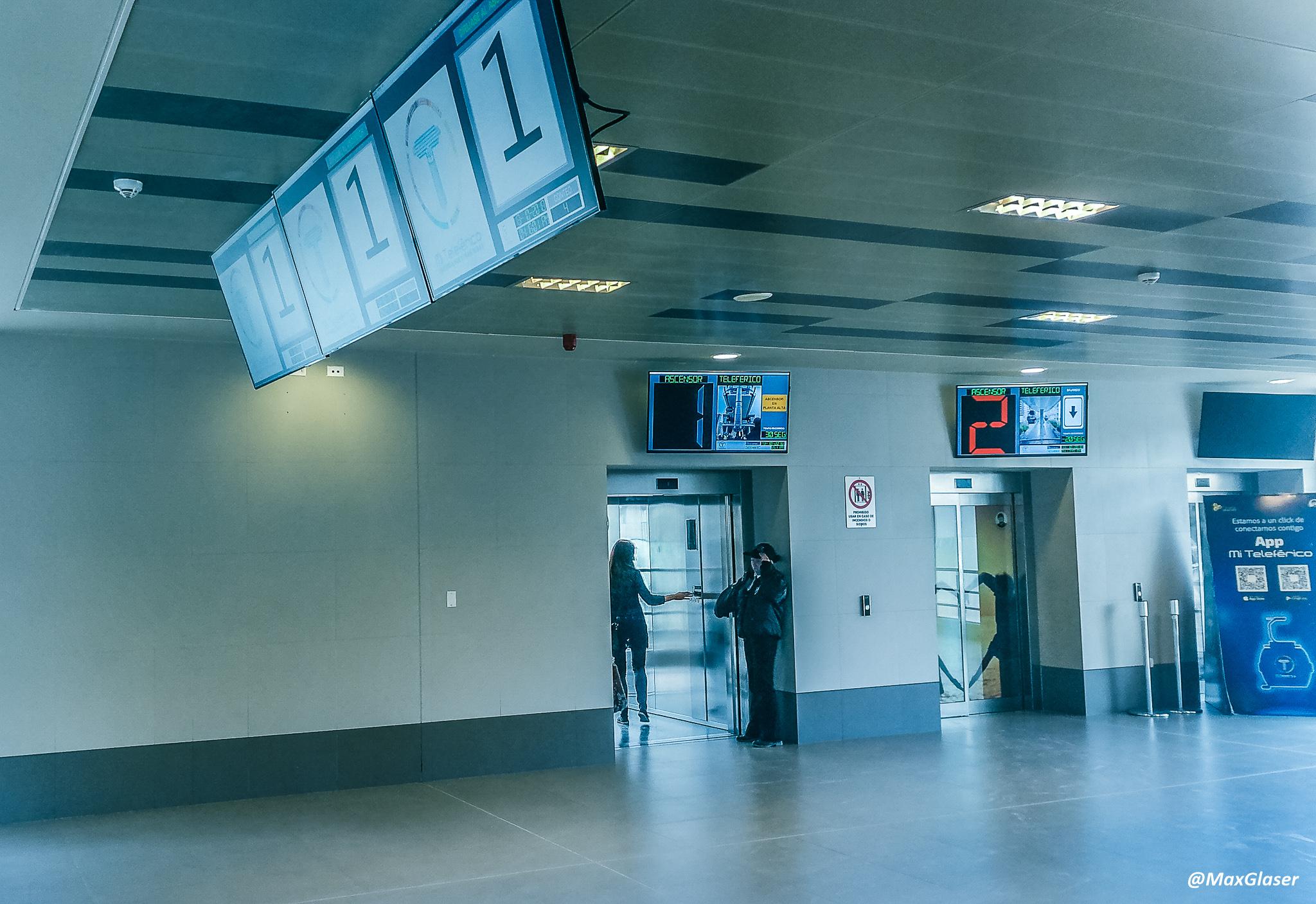 Estación de San Jorge - Ascensores en la Linea Celeste