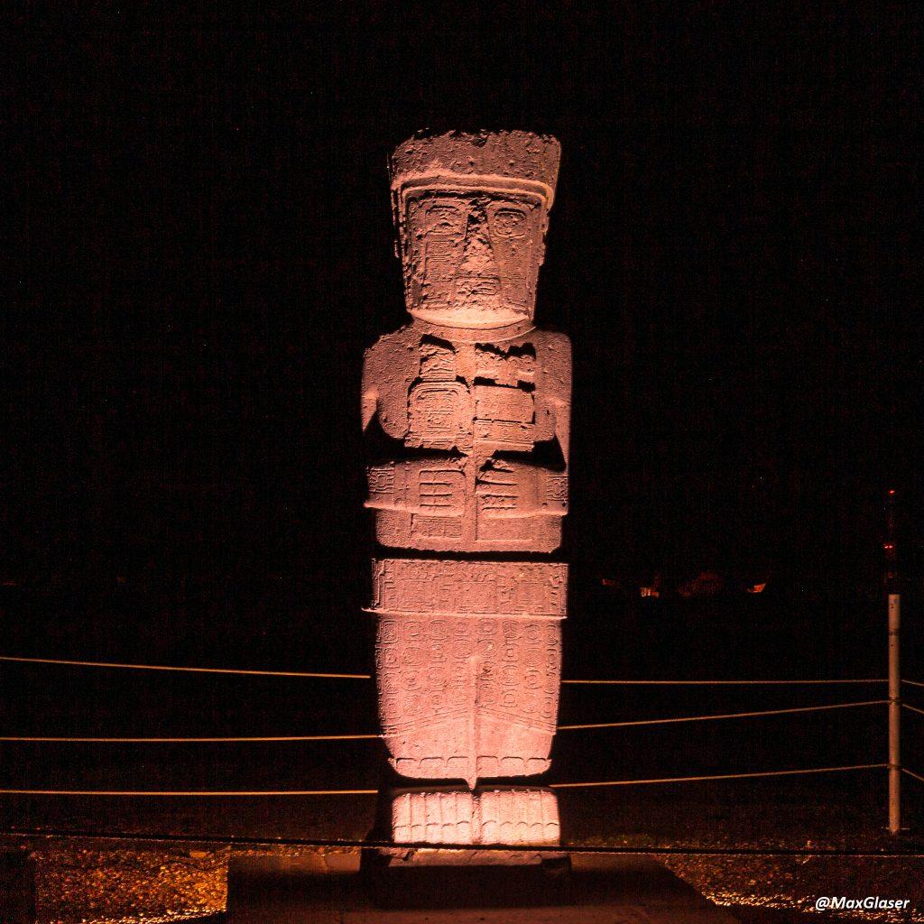 Tiwanaku de Noche - Monolito Ponce