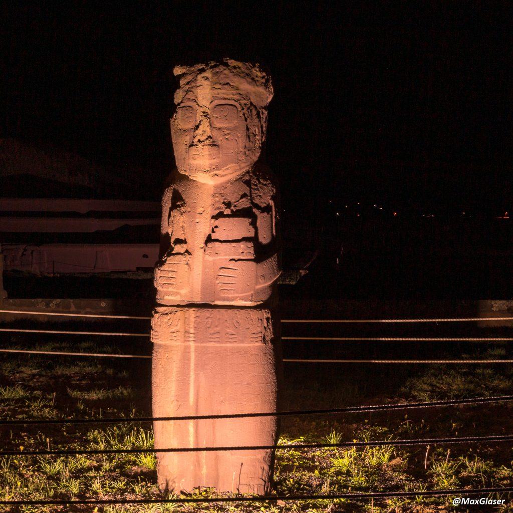 Tiwanaku de Noche - Monolito Fraile