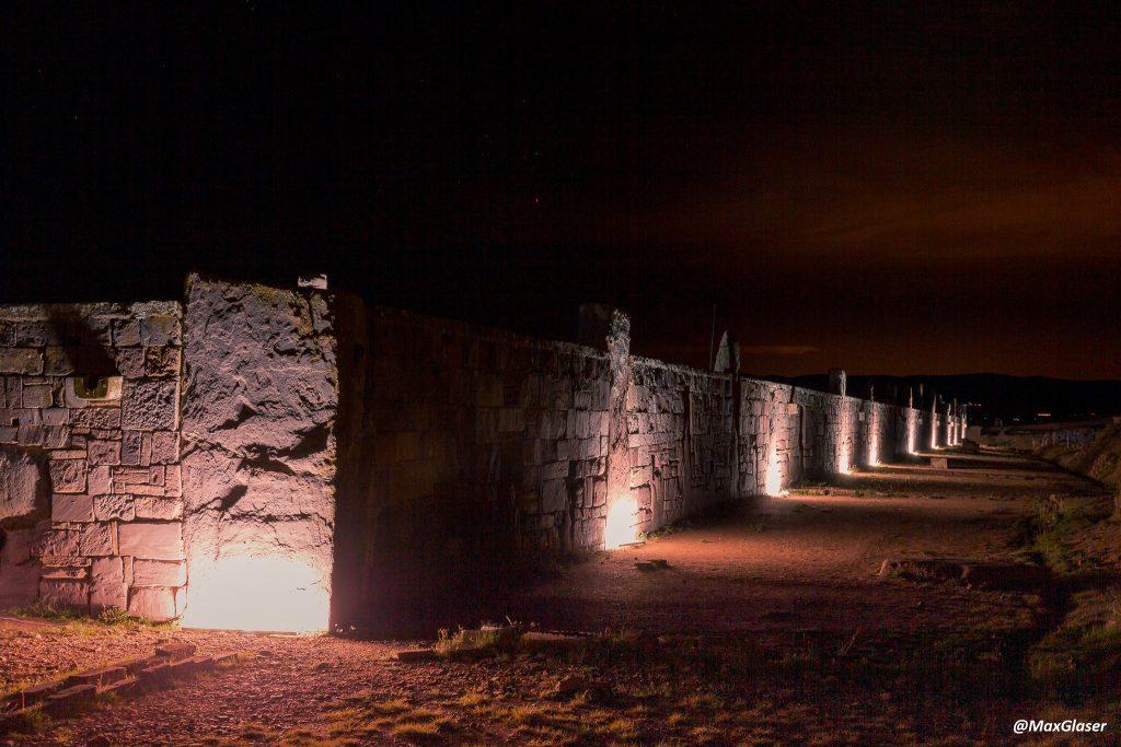Tiwanaku de Noche -Muros del Templo de Kalasasaya