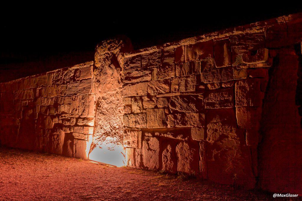 Tiwanaku de Noche - Muros del Templo de Kalasasaya