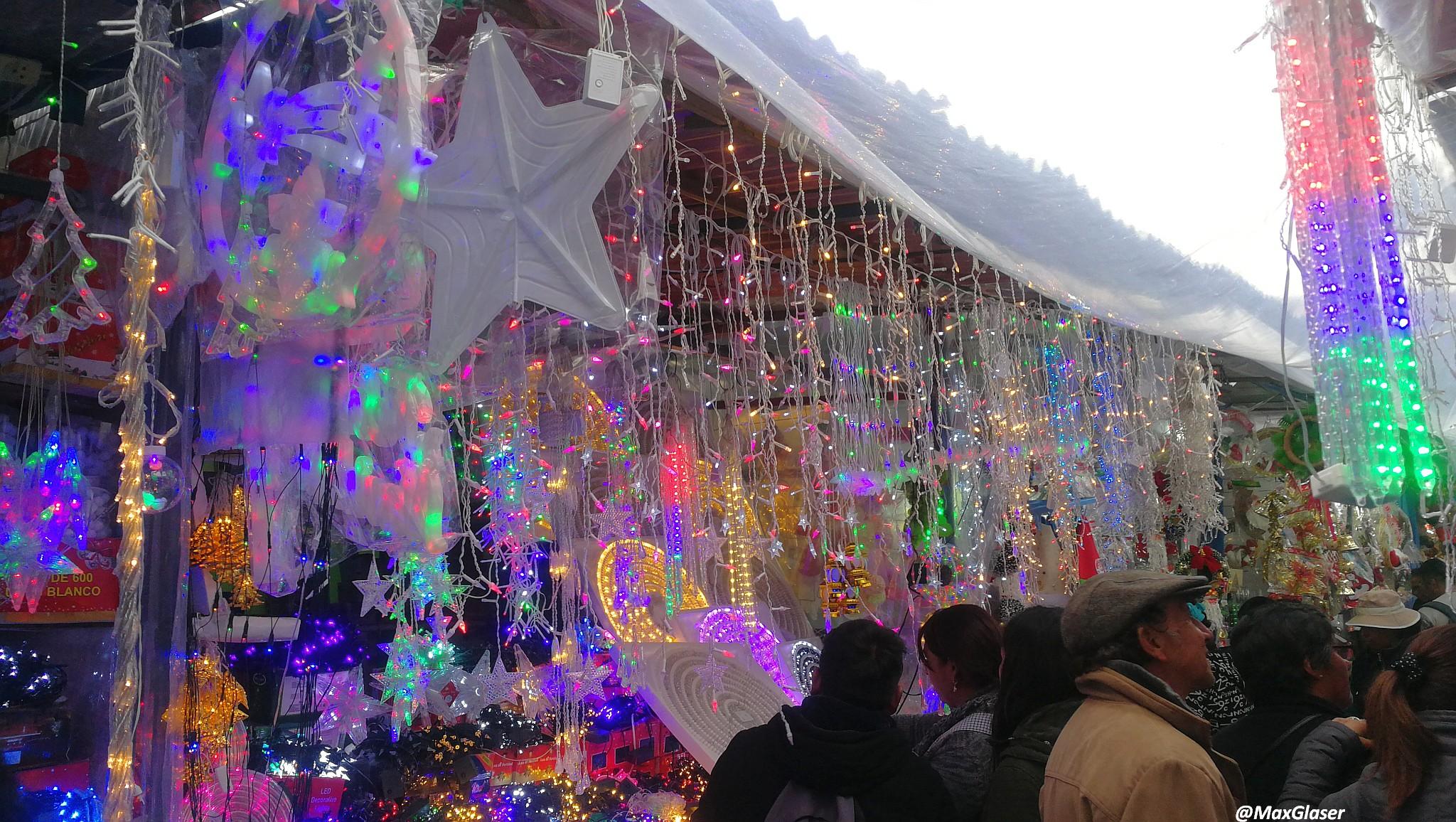 Puesto de luces en la Feria Navideña de La Paz 2019